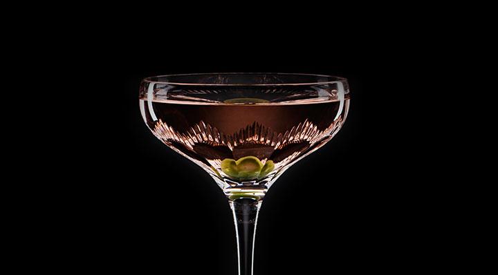 Cocktail mit Dillpollen-Grapefruit Likör