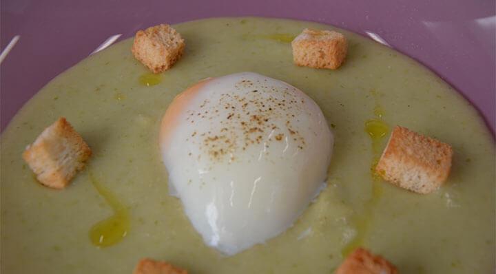 Œuf sous vide avec sauce aux pommes de terreEi Daniloange