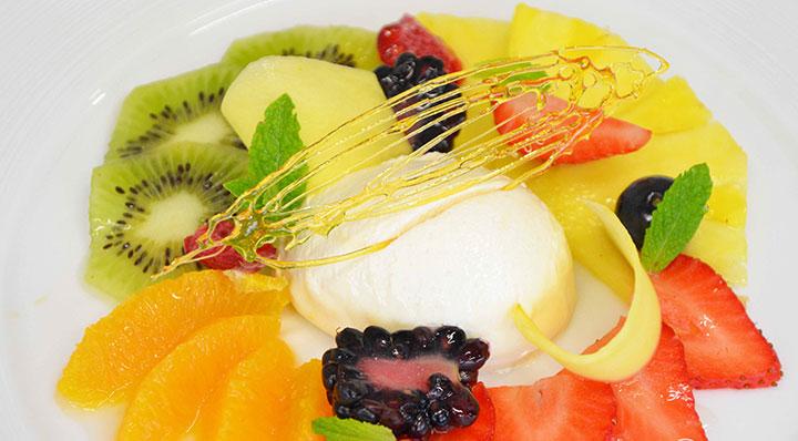 Fruit compote sous vide with vanilla ice-creamMarinierte Fruchte Daniloange