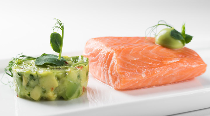 pochierter sous vide lachs mit avocado fusionchef by julabo. Black Bedroom Furniture Sets. Home Design Ideas