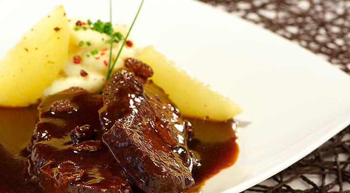 "Marinated beef ""Sauerbraten"" sous vide with mashed potatoesSauerbraten Heikoantoniewicz"