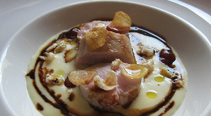 Cochon de lait sous vide avec purée de pommes de terre au parmesanSpanferkel Carmelogreco