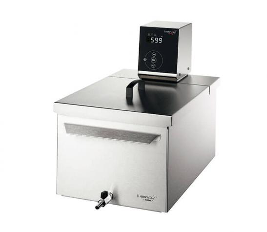 Sous vide cooker Pearl M right