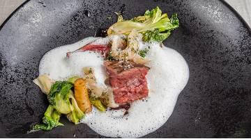 Albers Flank Steak sous vide with Smoked trout foamBavette Petersielienwurzel Stephanhaupt