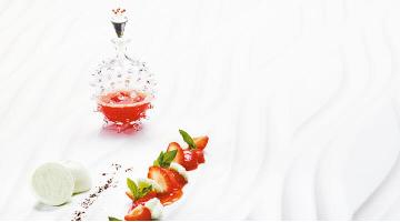 Strawberries sous vide with sweet woodruff meringueErdbeere Waldmeisterbaiser Heikoantoniwiecz