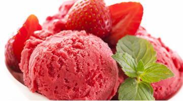 Strawberry ice cream sous videErdbeereis Rezept Elizabethkearney Fotolia 42416956