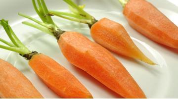Carrots sous vide with lemon grassKarotten Zitronengras Rezept Miessmer Fotolia 74330109