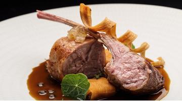 Tender, crispy suckling lamb with lentil stewKnuspriges Milchlamm Erlantzgorostiza