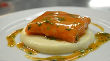 Salmon sous vide with cauliflower pureeLachs Mariogamba