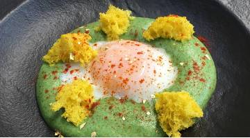 Sous vide egg 62 °C with broccoli saucePerfektesei Broccolisauce Daniloange