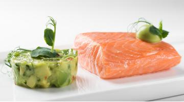 Poached sous vide Salmon with AvocadoPochierter Lachs Sarahhenke
