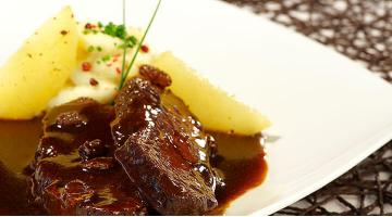 "Marinated beef ""Sauerbraten"" sous vide with mashed potatoesSauerbraten Heikoantoniewicz"