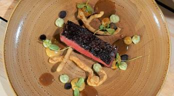 Angus Wagyu Sous VideAngus Wagyu Schulter Lakritz Knoblauch Hirter Morchl Dennis Bachus